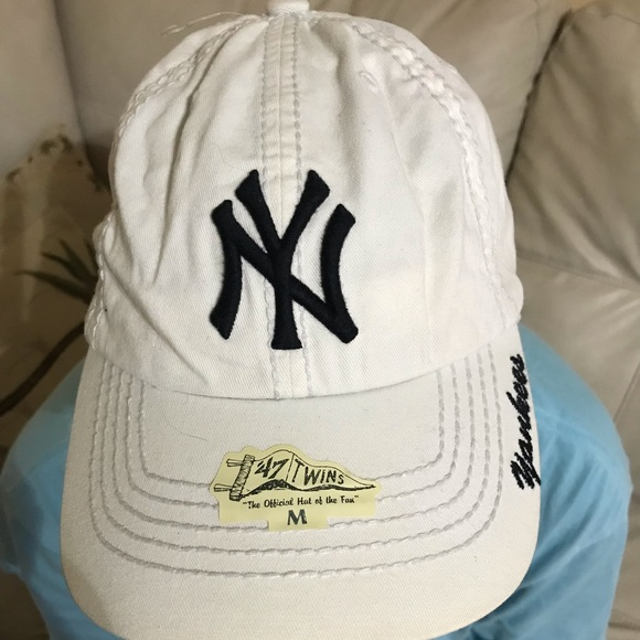 1ed0f9114f9 NY Yankees Embroidered baseball hat NWT. NWT. 47